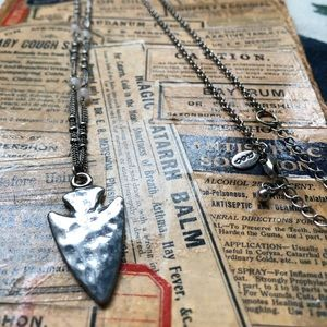 Long arrowhead necklace NWOT